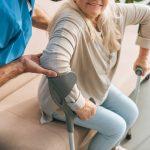 Как облегчить уход за пожилыми людьми: устройства и приспособления